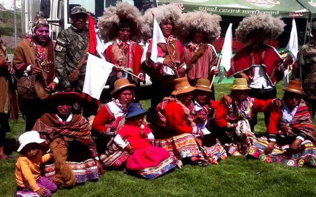 vestimenta de la danza carnaval de sullumayo del departamento del cusco